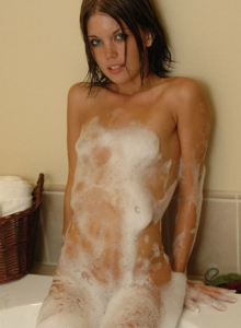 Diddy Gets Naked In The Bubble Bath - Picture 8