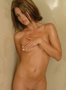 Diddys Naked In The Shower - Picture 2