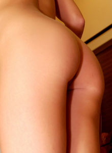 Sexy Diddy Shows Off Her Perfect Ass In A Tight White Dress - Picture 12