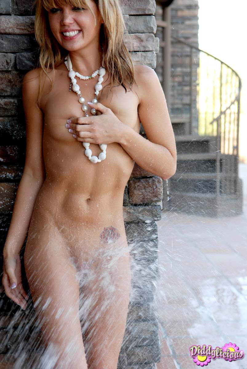 Get dirty and wet with norwegian monicamilf 6